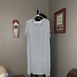 Liz Lange Maternity B&W striped dress XXL